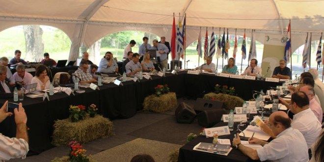 Moreira participará en sesión del Congreso de Intendentes que se reúne en Montevideo