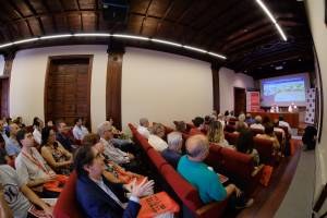 Público durante la inauguraicón (Ángel Medina G)