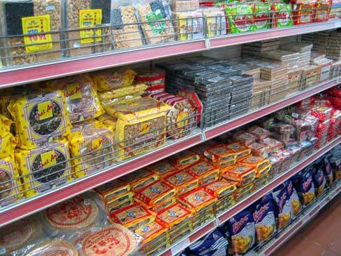 Le rayon alimentation du magasin Tax, Ho Chi Minh, Vietnam