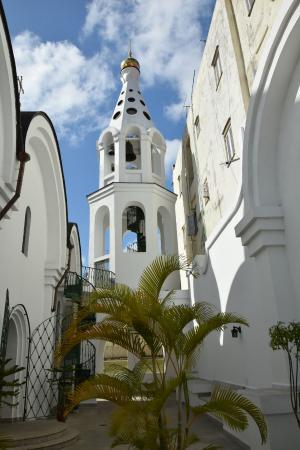 La catedral ortodoxa Nuestra Señora de Kazán, es un templo ortodoxo ruso situado en la Avenida del Puerto, entre las calles Sol y Santa Clara, próximas a la Alameda de Paula en La Habana Vieja, zona más antigua de la capital de Cuba, declarada por la Unesco como Patrimonio de la humanidad. Fue construida en una parcela de terreno que tenía un edificio en ruinas y se recuperó para la iglesia.