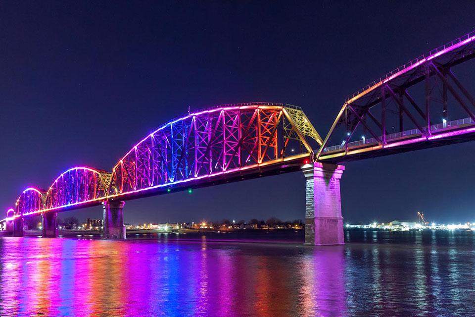 Big Four Bridge Louisville Kentucky Usa Color Kinetics