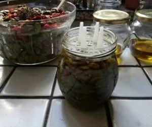 Vasetto di olive schiacciate sottolio