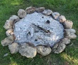 Cenere di legna di un falò