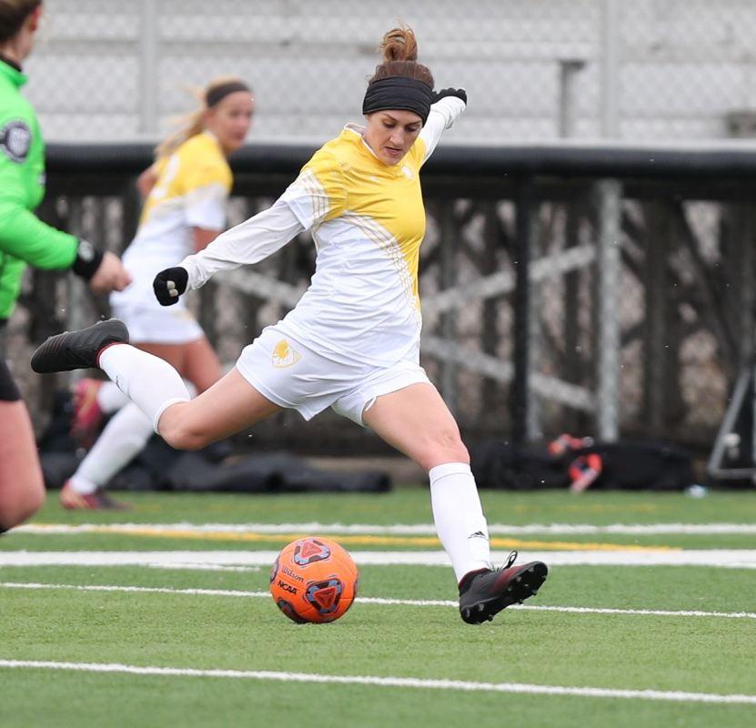 Eagles' midfielder Kelly DeNiro plays a pass against Ohio Dominican University on March 31, 2019 | Ken Tishenkel