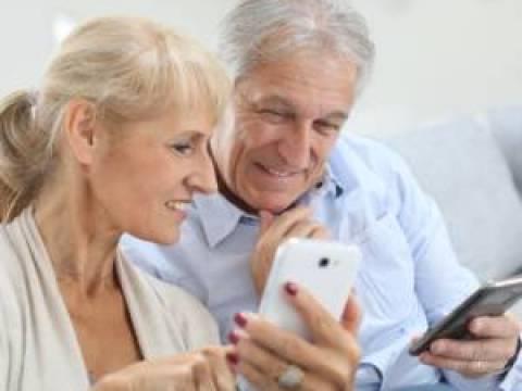 Mehr als die Hälfte der Senioren nutzt kein Smartphone