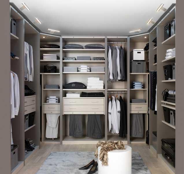 Come scegliere una cabina armadio per la camera da letto
