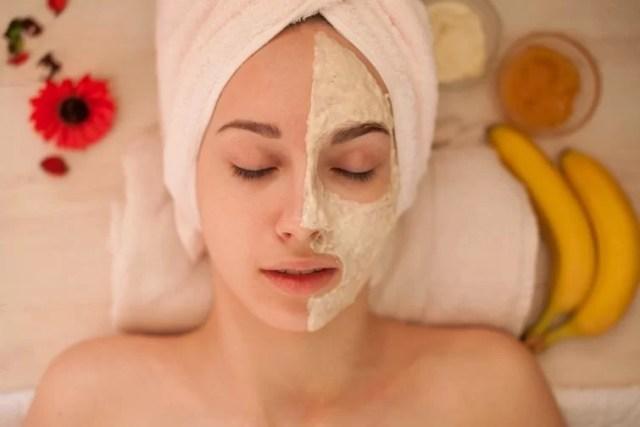 bucce di banana per rimuovere acne, macchie e gonfiori
