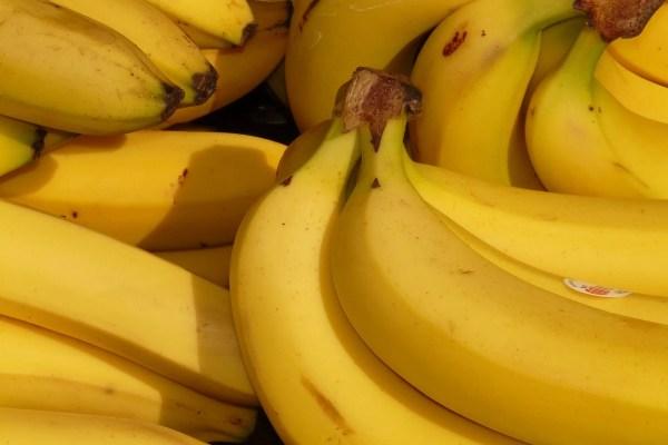 bucce di banana per rimuovere acne, macchie e gonfiore comecosaquando