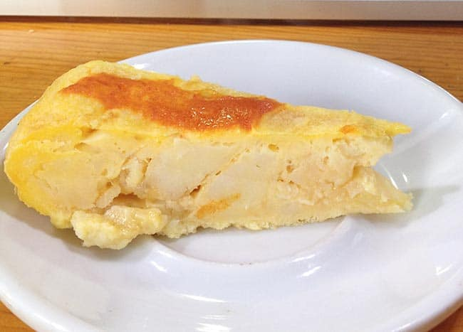 tortilla con salsa brava