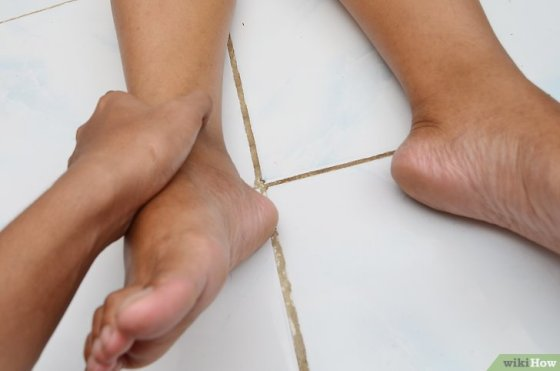 Immagine titolata Use Acupressure Points for Foot Pain Step 1