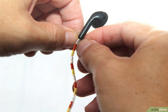 Immagine titolata Make Tangle Free Headphones with Embroidery Floss Step 10
