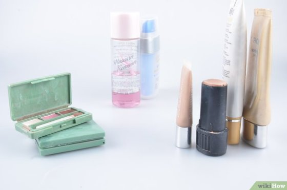 Immagine titolata Organize Hair and Makeup Products in the Bathroom Step 8