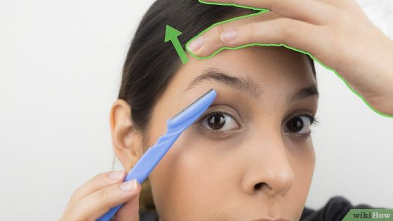 Immagine titolata Shape Your Eyebrows with a Razor Step 4