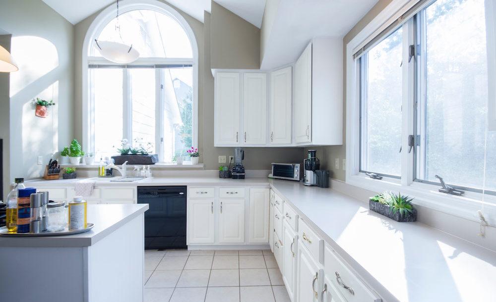 In questo caso, i mobili da cucina si trovano su entrambe le pareti. Le Migliori Soluzioni Per Una Cucina Moderna E Funzionale Come Lo Faccio