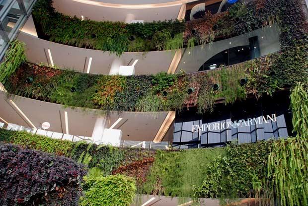 1-Siam-Paragon-Vertical-Garden