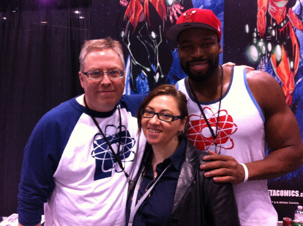 As the con wore down, I decided to only take pictures of myself and people with giant biceps. Ron Mars, myself and Israel Idonije