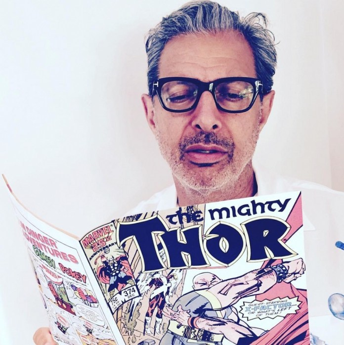 thor-ragnarok-jeff-goldblum-comics-reading.jpg