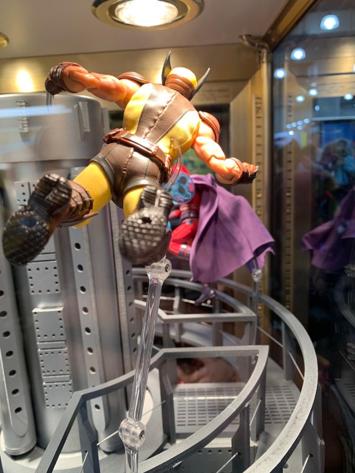 Mezco One 12 Wolverine vs Magneto