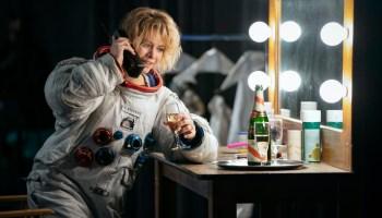 "Tracy Stevens (Sarah Jones) doing an advertising campaign in ""The Bleeding Edge"""