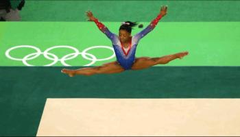 Simone Biles performs a floor exercise at Rio 2016