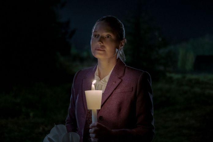 Samantha Sloyan as Bev Keene is diabolical in MIDNIGHT MASS