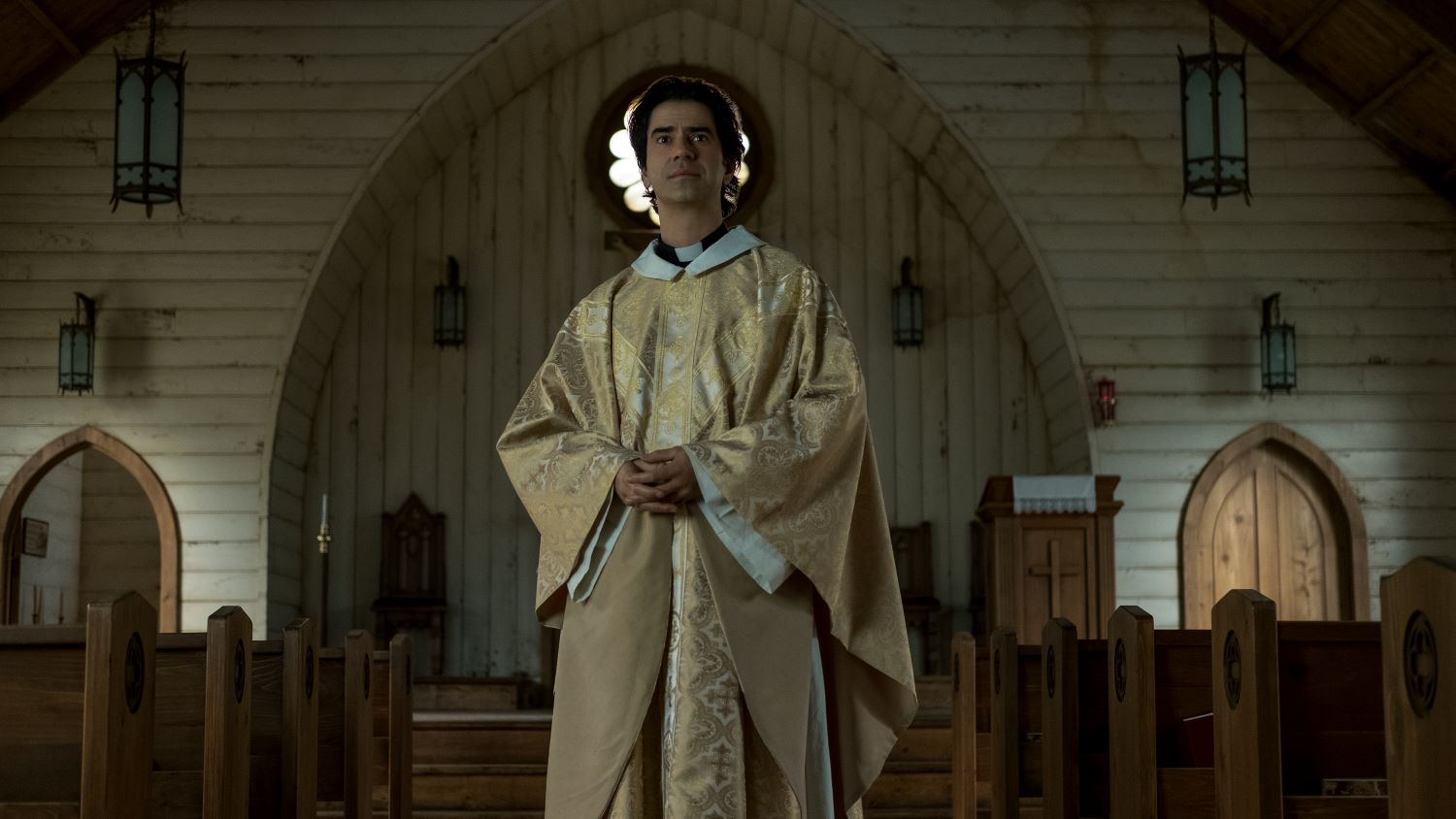 Hamish Linklater is a bombastic priest in MIDNIGHT MASS