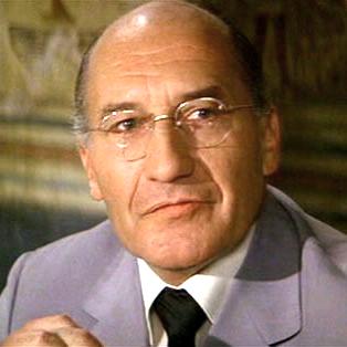 Général Anatol Gogol chef du KGB de 1977 à 1987 (joué par Wlter Gotell)