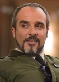 Colonel Carlos Chef de la police Bolivienne (joué par Fernando Guillen Cuervo)