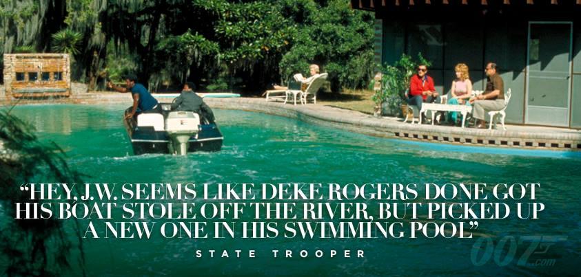 Il semblerait que Deke Rogers s'est fait tirer son bateau sur la rivière, mais pas d'inquiétudes, il en a trouvé un autre dans sa piscine