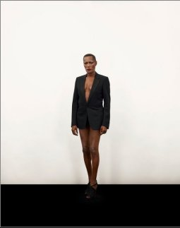 Grace Jones / May Day dans Dangereusement Vôtre