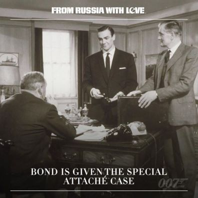 Bond reçoit un attaché Case un peu spécial