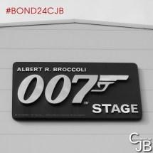 En direct de la 007 Stage au Studio Pinewood où se tient le lancement de Bond 24 et le tournage !