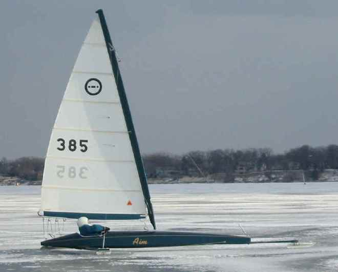 Ne me demandez pas ce qu'est un « ice yacht », je n'en aucune idée. Mais j'assume que ça ressemble à cela...