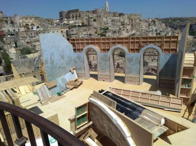 Cinema: a Matera sta nascendo una stanza di un albergo sui Sassi per girare una scena con James Bond