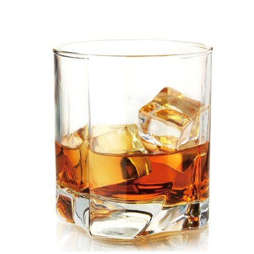 verre à whisky transparent
