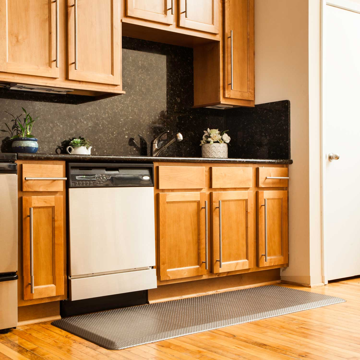 kitchen mats software ergonomic comfort designer the need for an efficient anti fatigue mat in a residential is just as important having one commercial most home kitchens floors