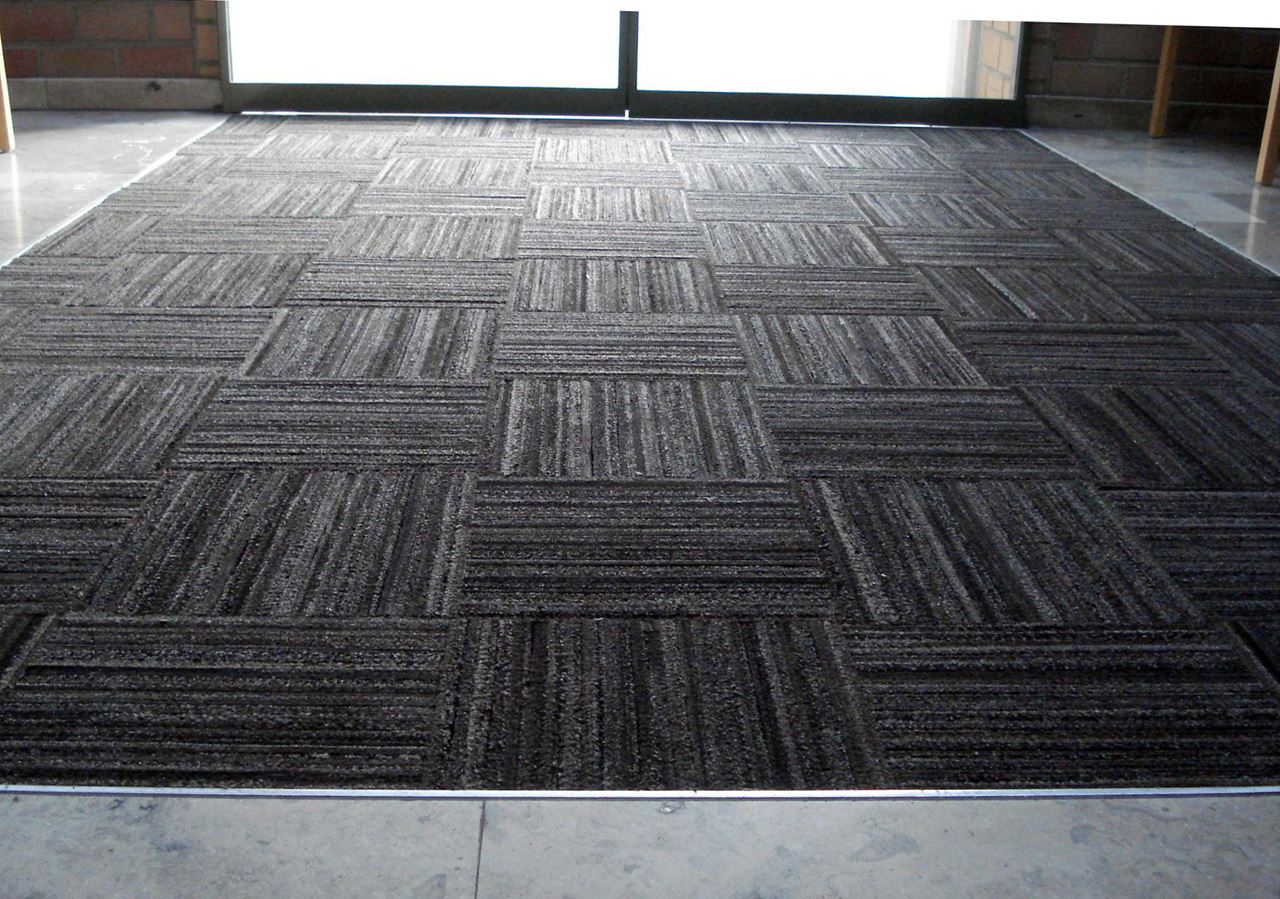 Indoor  Outdoor Rubber Floor Tile  Recycled Floor Mat