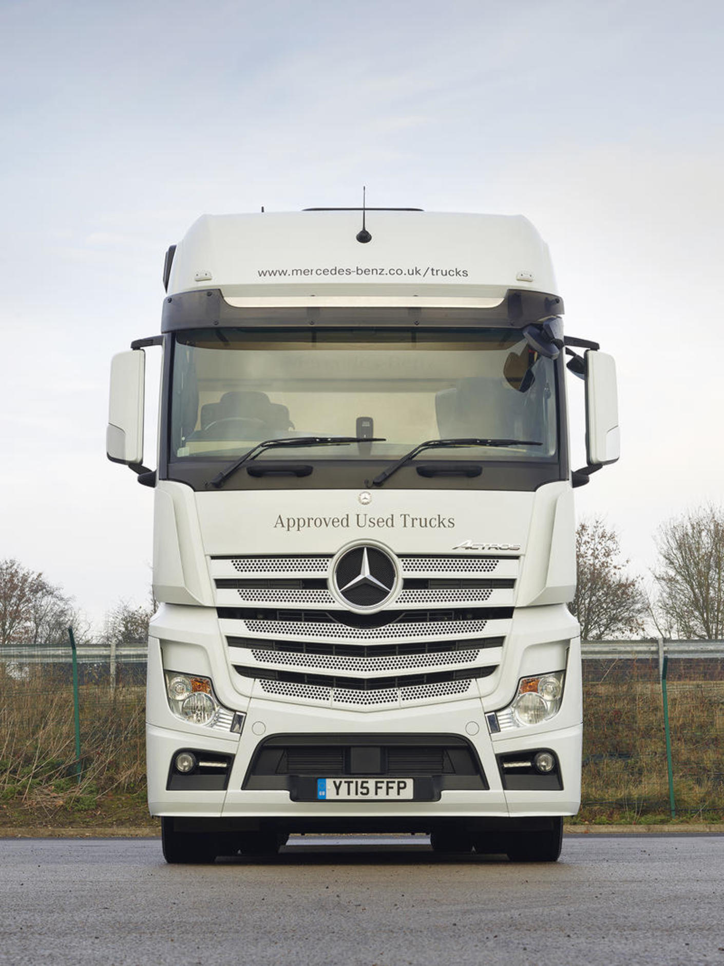 hight resolution of mercedes actros 2551