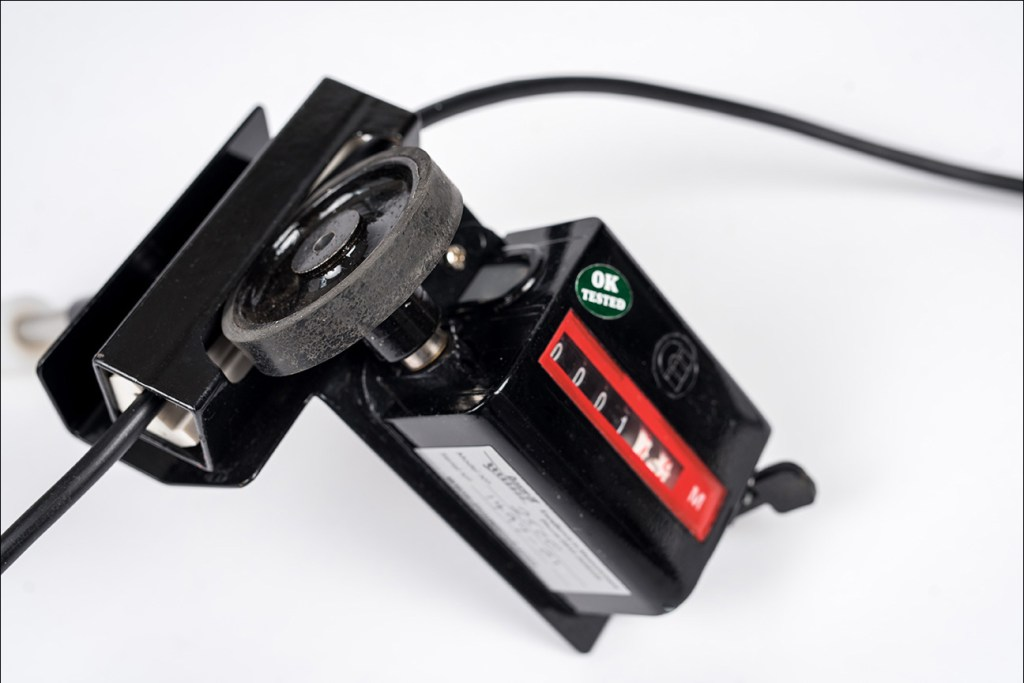 e-commerce photo of cable measuring device