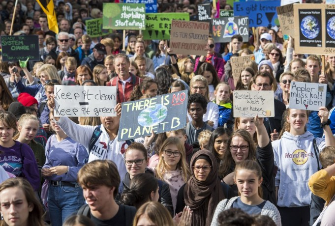 Participants in the Fridays For Future movement protest during a nationwide climate change action day in on September 20, 2019 in Frankfurt, Germany. (Photo: Thomas Lohnes/Getty Images)