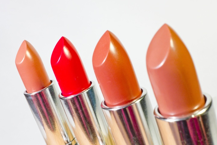 Is wearing lipstick bad for you?