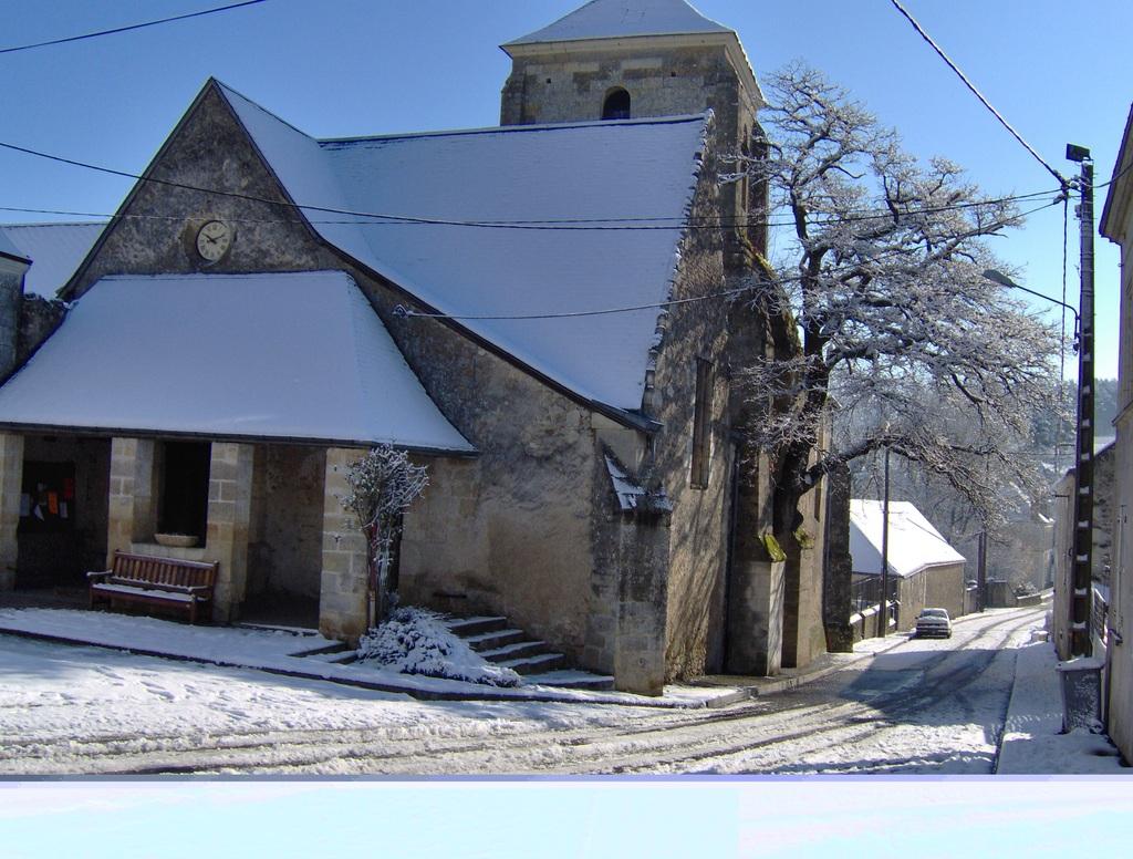 Photo A Cheille Eglise De Cheille Sous La Neige