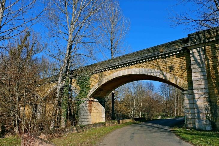 L'ancien pont de chemin de fer sur la loue - Excideuil