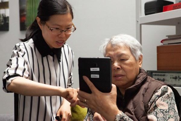 Seniors in the Sunset Learn Tablet Skills