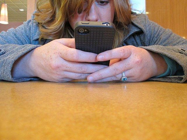 cosas que no debes de hacer con tu celular