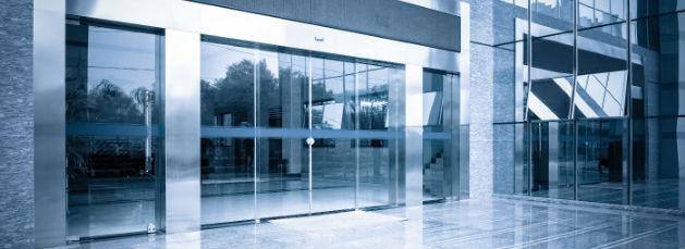 porta automatica de vidro em ambiente hospitalar e de saude