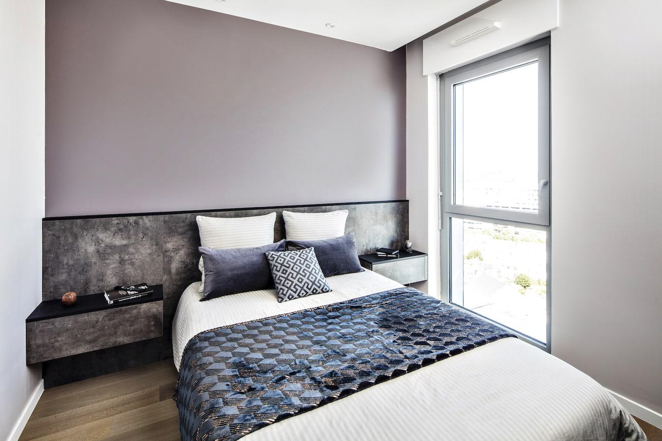 lit et table de chevet noir et gris