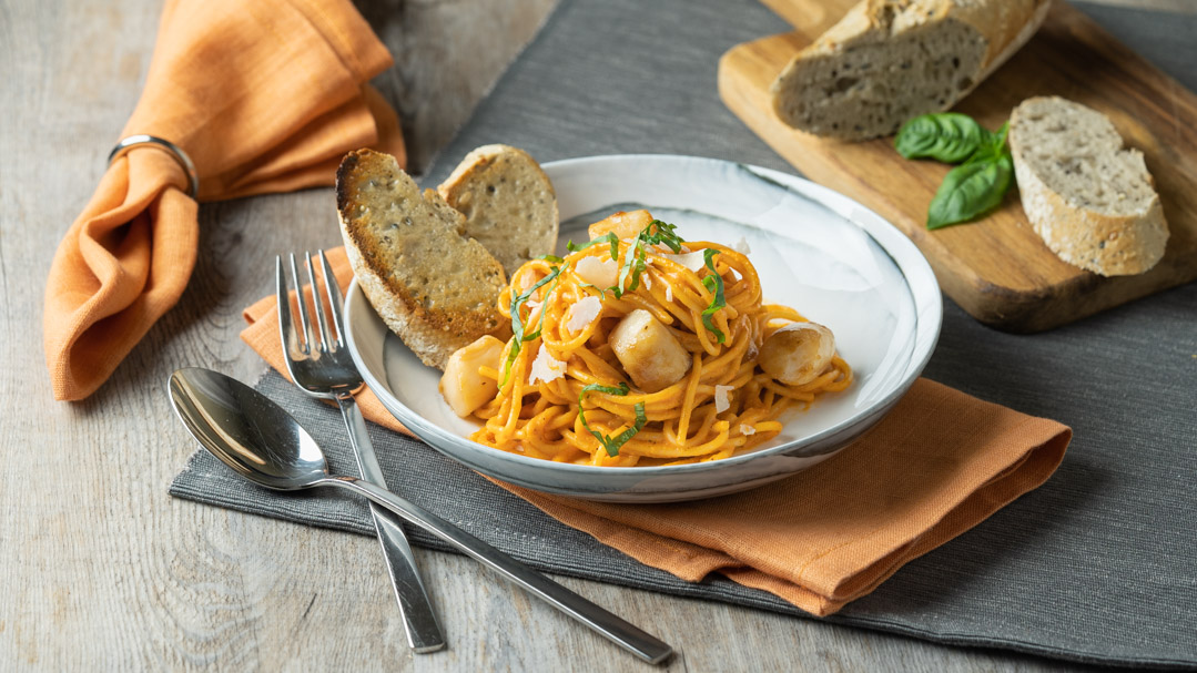 Red Pepper Spaghetti with Scallops