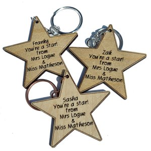 small wooden star keyrings