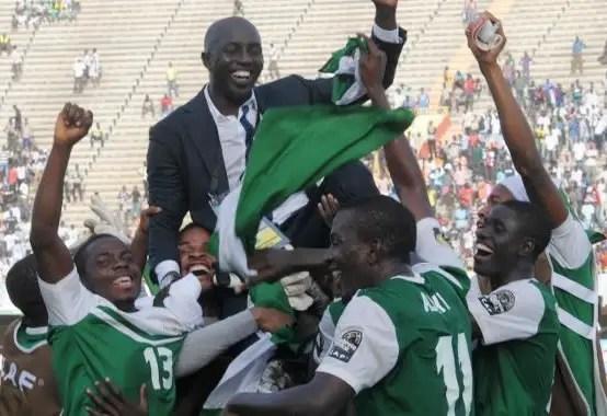 Kanu, Ogu Salute African Champions U-23 Eagles, Siasia
